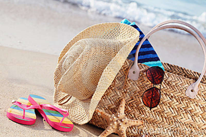 summer-beach-bag-sandy-beach